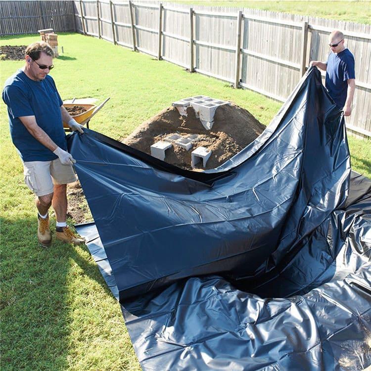 Отрезок плёнки для небольшого садового пруда размером 3×3 м² можно купить всего за 450 рублей