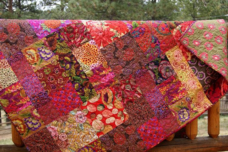 Качественный материал не полиняет, а расцветки хлопчатобумажных изделий радуют яркими красками и сочными принтами