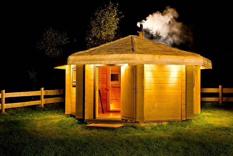 Без бани трудно представить себе загородный участок. А залог прочности конструкции - надёжный фундамент