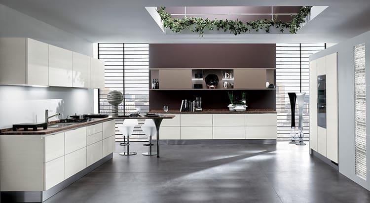 Стильная кухня отличается отсутствием излишней фурнитуры и яркого декора