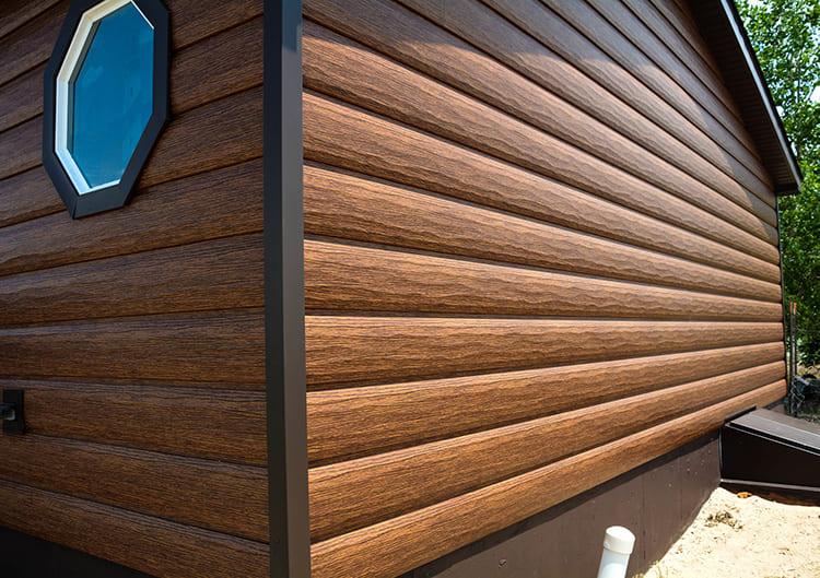 Красиво оформить стены поможет сайдинг «под дерево»