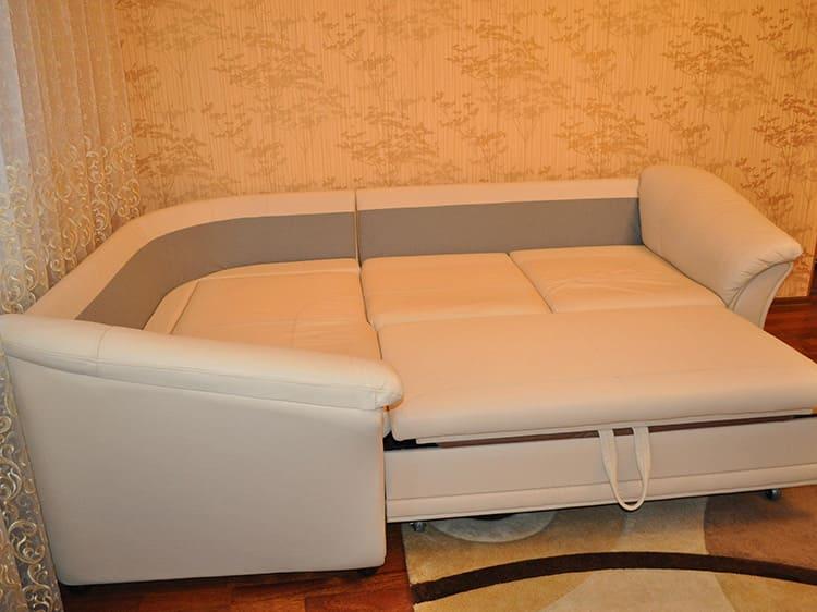 Все элементы диванов должны иметь одинаковую высоту