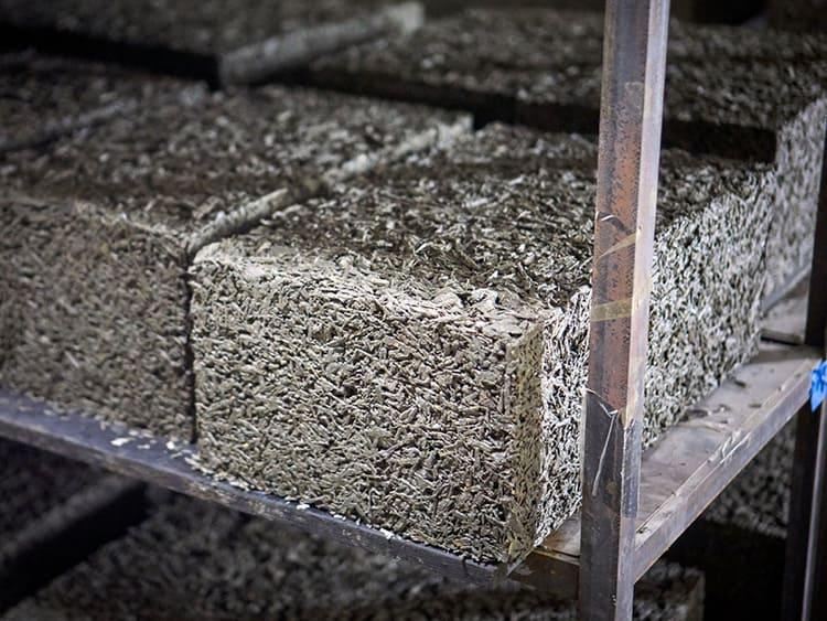 Среди преимуществ этого материала – дышащие свойства и великолепная теплоизоляция