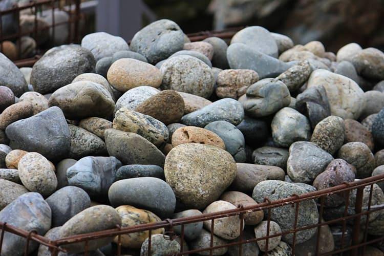 Теплоёмкость камня будет зависеть от его плотности. Чем плотнее и тяжелее камень – тем лучше