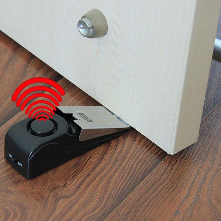 Такие фиксаторы – сложные устройства с датчиком и средством связи
