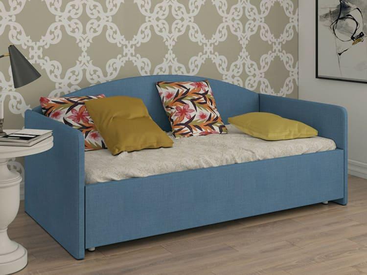 Подушки, которые декорируют диваны, не рекомендуется использовать для сна