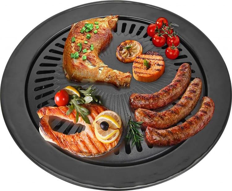 Таким образом вы можете приготовить мясо, рыбу и птицу, колбаски. Вы запечёте картофель и другие овощи, приготовите котлеты и даже яичницу в специальной формочке