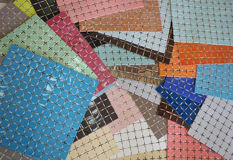 Пользуется спросом мозаика, закреплённая на основе из бумаги или сетки