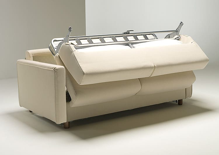 Складывание дивана должно происходить равномерно, иначе это повредит полезным функциям матраса