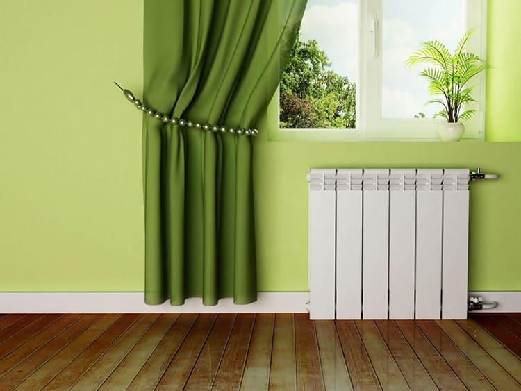 Литые батареи имеют проходной канал вертикального типа, горизонтальные каналы, пластины оребрения и наружное покрытие