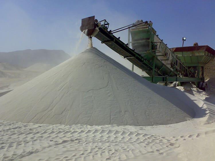 Поставка сырья для производства кварцевых обогревателей производится ОАО «Кварц», владеющим большим природным месторождением чистого кварцевого песка