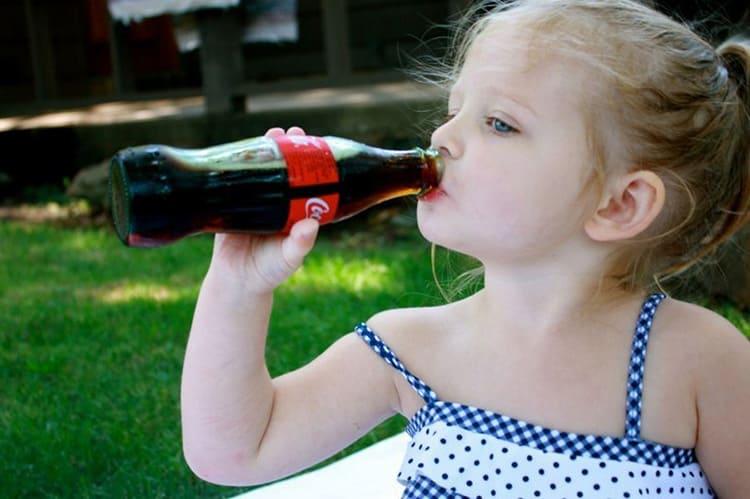 Редко какой родитель не понимает, что приобретать такой лимонад ребёнку – это риск вызвать тяжёлую аллергическую реакцию или даже отравление