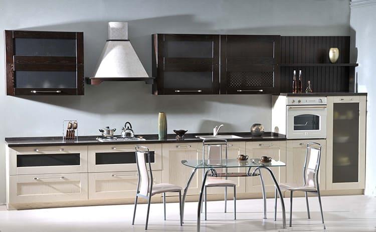 К кухонному столу в стиле хай-тек выбирают соответствующие стулья