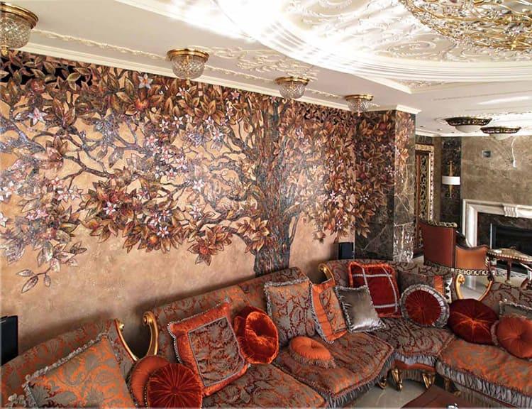В гостиной комнате мозаичное решение предполагает различные варианты: и в виде панно, и даже целой стены