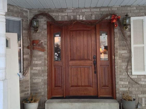 Почему стоит установить входные деревянные двери