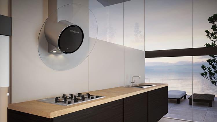 Футуристический дизайн стеклянной вытяжки подчеркнёт технологичность интерьера
