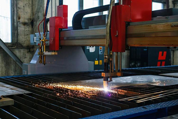 Этот вид резки востребован в машиностроении, коммунальном хозяйстве и строительных работах