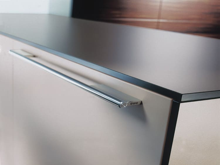 То, насколько удобной будет фурнитура кухонного фасада, зависит от того, как пользователь подойдёт к выбору