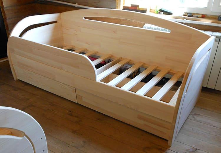 Для детей необходимо выбирать мебель из натуральных материалов
