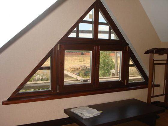 Яркий акцент в строительстве дома: что такое фронтон, как его можно оформить
