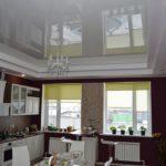 Натяжные глянцевые потолки – фото оригинальных решений в интерьере