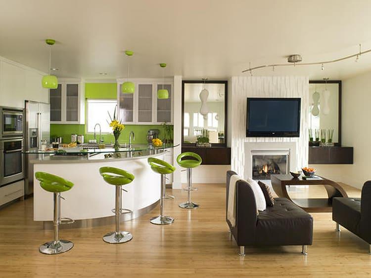 Бело-стальной цвет кухни в стиле hi-tech чётко ограничит цветовое пятно ярких табуретов