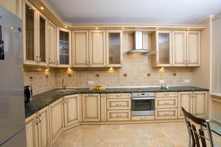 Современный и стильный: расскажем, каким должен быть угловой кухонный гарнитур
