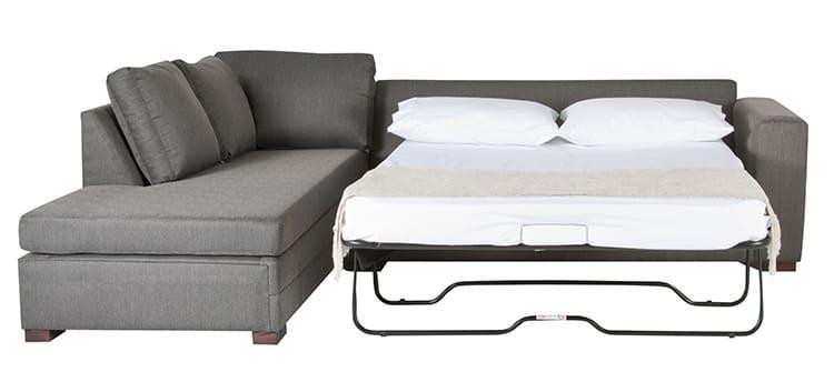 Некоторые модели диванов имеют в комплекте спальные подушки
