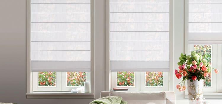 Из обоев также можно сделать и римские шторы, которыми весьма удобно пользоваться