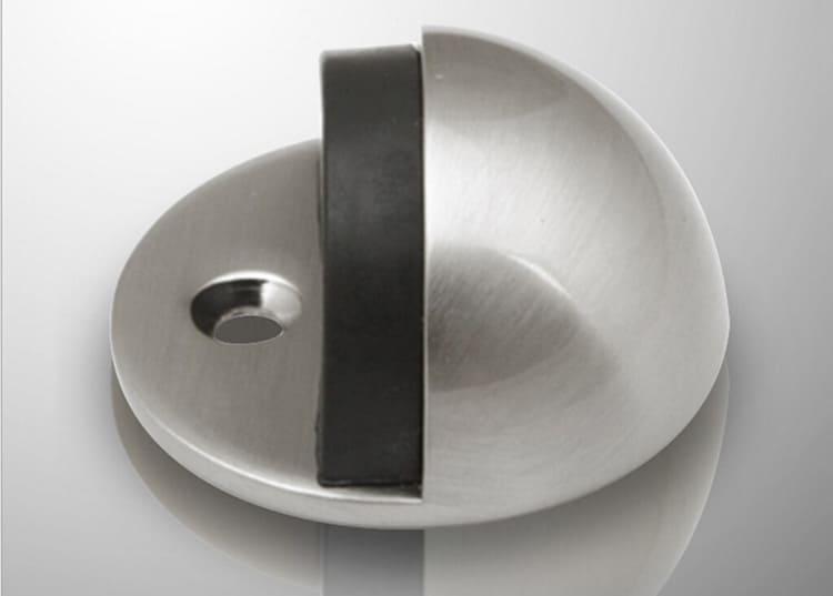 Полукруглые фиксаторы в форме четверти шара с резинкой на срезе. При их установке важно правильно выбрать направление среза