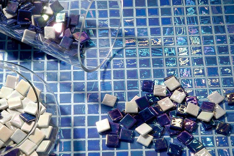 Благородная игра цвета стеклянной мозаики