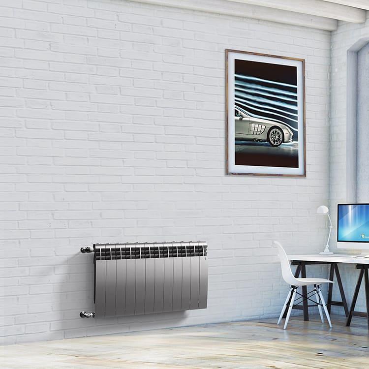 Зато такой минималистичный дизайн органично вписывается в современный интерьер, а если есть такая необходимость, можно скрыть радиаторы под фигурными решётками