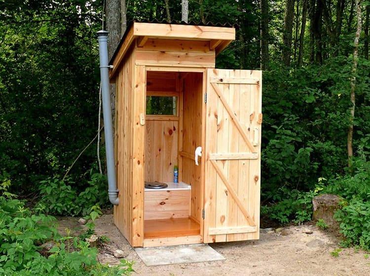 Это не туалет, а биологическое оружие дачника