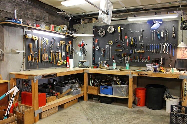 В таком расположении вы можете комбинировать гараж с мастерской