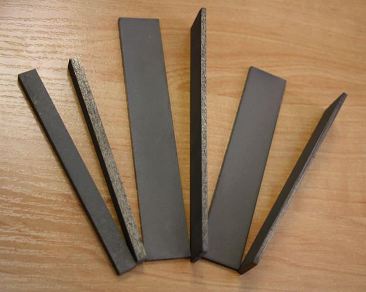 Брусок для натачивания следует хранить отдельно от столовых приборов и в специально отведенном месте, чтобы ничто его не повредило