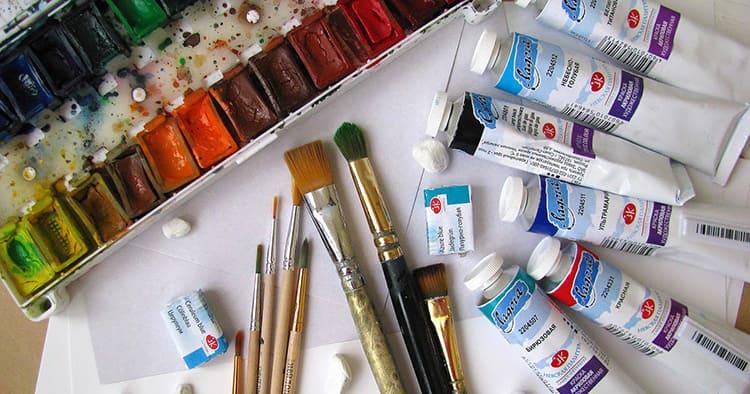 Часто в наборах с красками уже присутствуют готовые оттенки фиолетового цвета