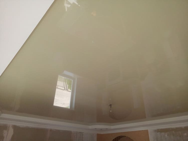 Многоуровневые потолки состоят из полотна, металлокаркаса и гипсокартона