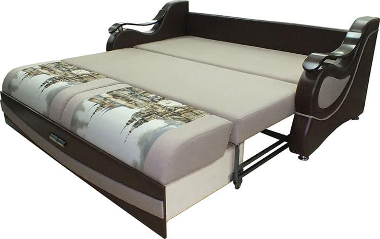 Одновременно может использоваться два рабочих механизма для трансформации диванов