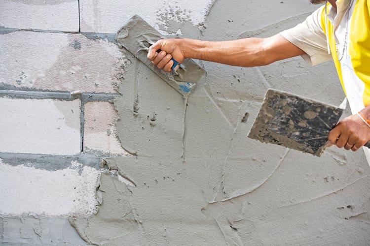 При необходимости постоянного нахождения в таком доме нужно позаботиться о тщательной обработке стен покрытием, нейтрализующим вредное воздействие