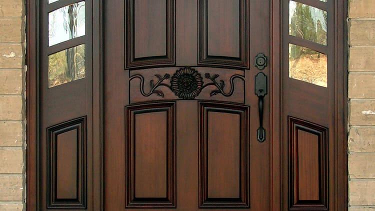 Используемая фурнитура облегчает эксплуатацию и украшает дверь