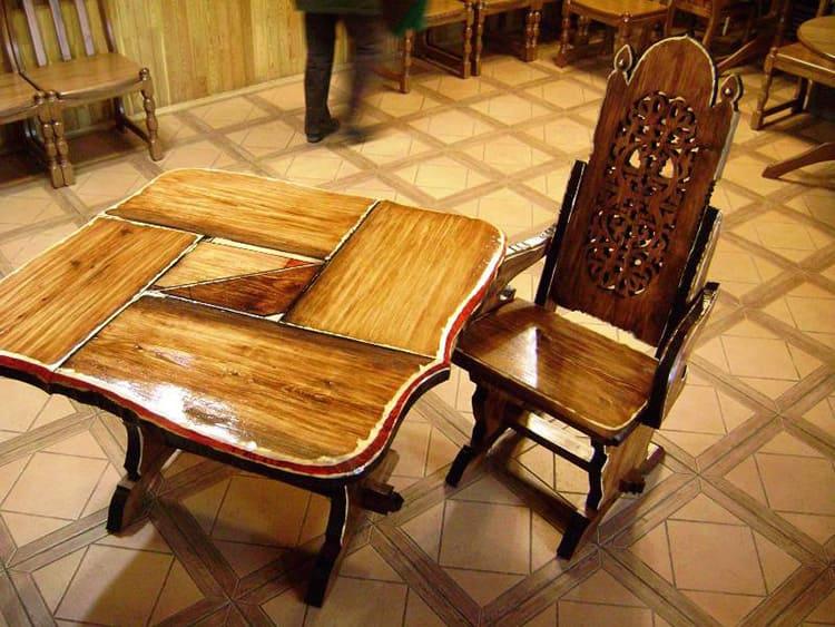 При помощи вощения реставрируют антикварную мебель