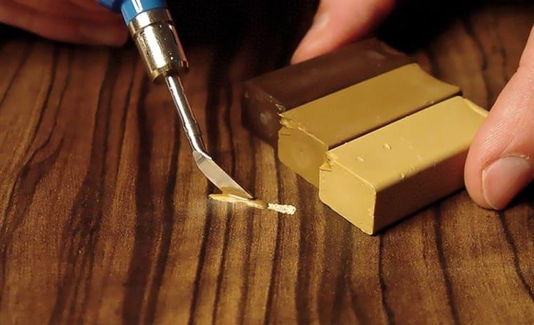 С помощью твёрдого материала можно восстановить глубокие повреждения древесины