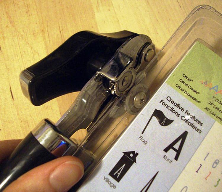 ФОТО: media.istockphoto.com Используйте консервный нож для вскрытия упаковок.