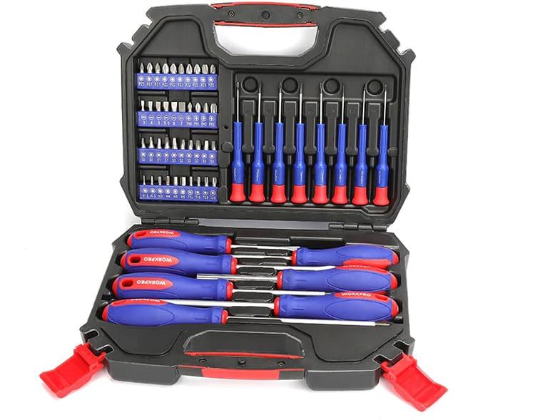 Инструмент поставляется в пластиковом кейсе с прорезиненной ручкой для переноски. Общий вес чемоданчика составляет 1,5 кг