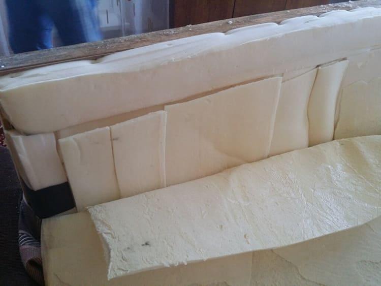 ФОТО: ooo-idei.ru Дешёвый и часто используемый материал – обычный поролон, но он недолговечен. Для детской мебели такой диван лучше не выбирать.