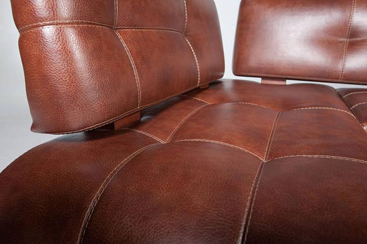 ФОТО: m.uhta24.ru Для кухонных и офисных диванов лучший вариант – обивка из кожзама.