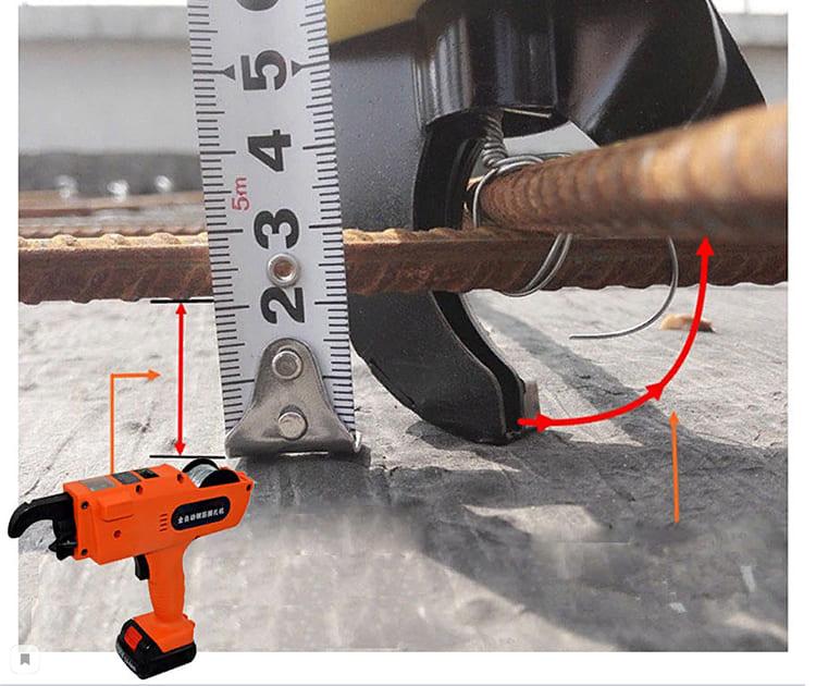 Мощности инструмента хватает даже для того, чтобы протянуть кабель через 6 угловых переходов по 90º