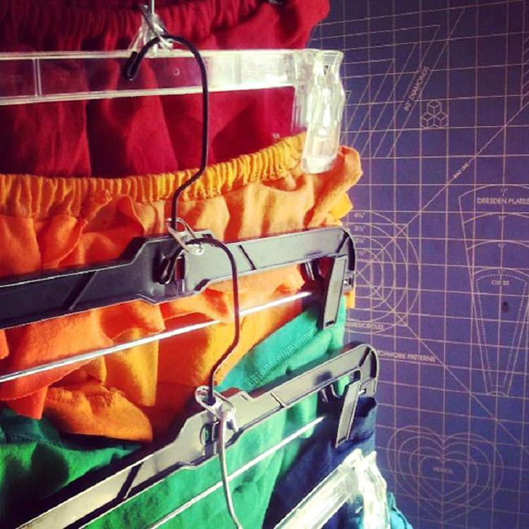ФОТО: casas.excite.es Количество плечиков зависит от веса одежды и высоты шкафа.