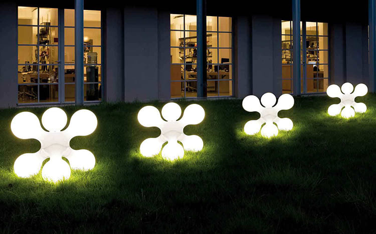 Дизайн уличных светильников может существенно отличаться ФОТО: sovereignbeck.com