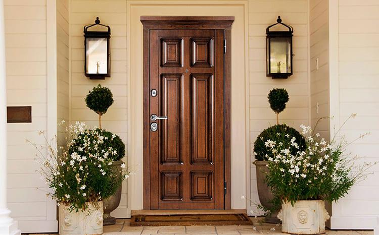 Отделка имитацией шпона на фоне фасада всегда смотрится беспроигрышно ФОТО: s8.hostingkartinok.com